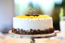 Free White Round Cake Topped With Yellow Slice Fruit Royalty Free Stock Photo - 83062125