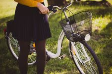 Free Woman Supporting A New White Bicycle Royalty Free Stock Images - 83062179