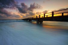 Free Wooden Pier On Ocean Waves Royalty Free Stock Photography - 83062267