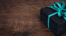 Free Black Box With Green Bow Accent Royalty Free Stock Image - 83062876