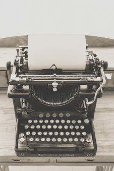 Free Black Vintage Typewriter Stock Photos - 83063183