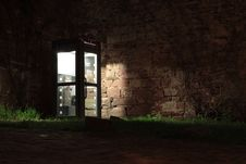 Free Telephone Booth Beside Brown Wall During Nighttime Royalty Free Stock Photography - 83063217