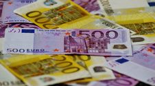 Free 500 Euro Banknote Under 200 Banknote Stock Images - 83063244