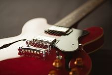 Free Red Electric Guitar Stock Photo - 83063400