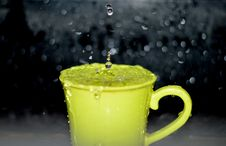 Free Yellow Ceramic Mug With Water Droplets In Time Lapse Photography Stock Images - 83063824