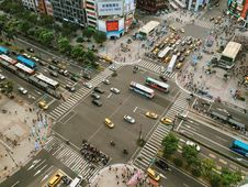 Free Aerial Photography Of Cars On Road Intersection Royalty Free Stock Photo - 83063925