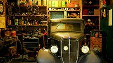 Free Black Classic Car Inside The Garage Royalty Free Stock Photo - 83064045