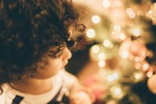 Free Child And Christmas Tree Lights Royalty Free Stock Image - 83064076