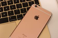 Free Rose Gold Iphone 6s Stock Images - 83064234