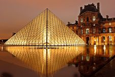 Free Louvre Museum, Paris, France At Night Royalty Free Stock Photos - 83064798