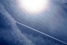 Free Airplane Contrails Royalty Free Stock Photos - 83065458