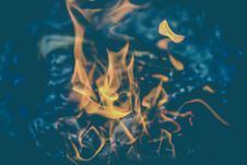 Free Yellow Flame On Clear Water Stock Photography - 83065582