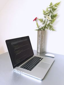 Free Macbook Pro Royalty Free Stock Photography - 83065627