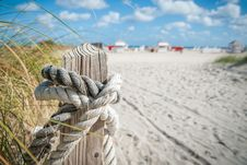 Free Close Up Photo Of White Rope On Brown Wood Stock Photos - 83065763