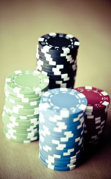 Free Red Black Green Blue And White Poker Chips Royalty Free Stock Images - 83065779