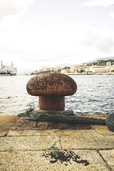 Free Old Rope And Mooring On Dock Royalty Free Stock Photo - 83065785