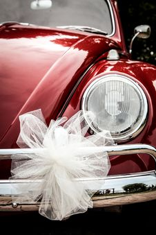 Free Red VW Beetle With Bow Stock Photos - 83065953