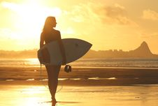 Free Woman Holding Surf Board Standing On Shoreline During Sunset Royalty Free Stock Image - 83065986