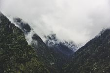Free Clouds Over Mountain Peaks Royalty Free Stock Image - 83066246