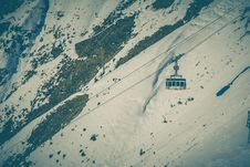Free Cable Car Above Snow Covered Mountain Stock Images - 83066314