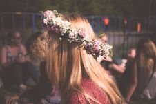 Free Women S Green And White Floral Headband During Nighttime Stock Photos - 83066513