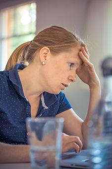 Free Annoyed Woman At Laptop Royalty Free Stock Photo - 83067115
