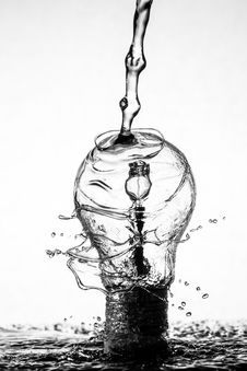 Free Water Drip On Clear Glass Light Bulb Stock Images - 83067134