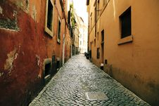 Free Narrow Alley Between Old Buildings Stock Images - 83067384