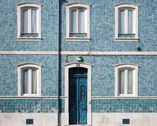 Free Blue Wooden Door With White Door Frame On Blue Concrete Building Stock Images - 83067764