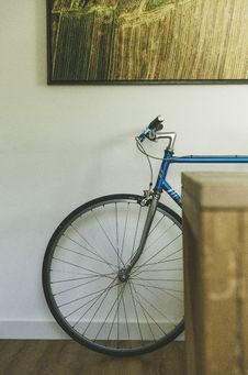 Free Bicycle Resting Against An Indoor Wall Royalty Free Stock Images - 83067869