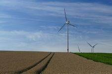 Free White Windmills Stock Photography - 83067872