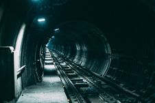 Free Empty Train Rail With Light Stock Photography - 83068282