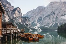 Free Boats On Wooden Dock Stock Images - 83075004
