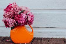 Free Flowers In Orange Vase Royalty Free Stock Image - 83075086