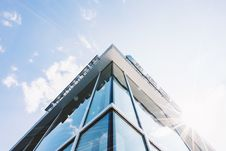 Free Corner Of Glass And Concrete Building Stock Photos - 83075093