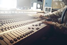 Free Hands On Sound Board Royalty Free Stock Photo - 83075175