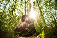 Free Guitar In The Forest Royalty Free Stock Images - 83075219