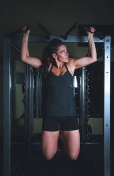 Free Woman Training In Gym Stock Image - 83075241