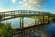 Free Gray Concrete Base Wooden Footbridge Between Green Grass During Daytime Royalty Free Stock Images - 83075389