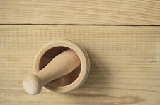 Free Brown Wooden Pestle And Mortar Stock Photography - 83075932