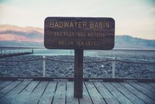 Free Bad Water Basin Below Sea Level 865 Meters Sign Board During Day Stock Photography - 83076012