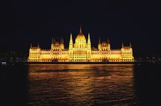 Free Hungarian Parliament Building Royalty Free Stock Photo - 83076445