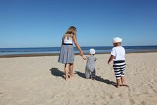 Free Child Wearing White Crew Neck Shirt Royalty Free Stock Photography - 83076777