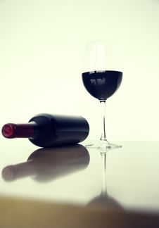 Free Beverage On Wine Glass Near Glass Bottle Stock Photography - 83076792