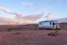 Free Grey And Black Recreational Vehicle On Ground Under Blue And White Sky Stock Photo - 83076900
