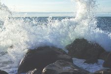 Free Waves Crashing On Rocks Royalty Free Stock Image - 83076906