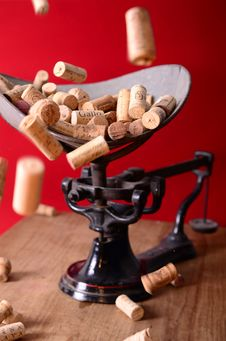 Free Wine Corks On Scale Stock Photo - 83077350