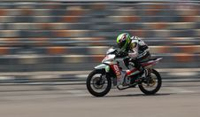 Free Motorcycle Racer On Silver Motorcycle Royalty Free Stock Photo - 83077475