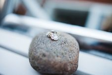 Free Pendant On Brown Rock Fragment During Daytime Stock Photography - 83077992
