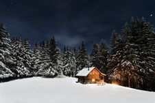 Free Mountain Cabin In Winter Royalty Free Stock Images - 83078859